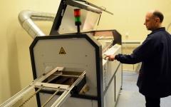 Manuell montering av komponenter för maskin- och handlödning.