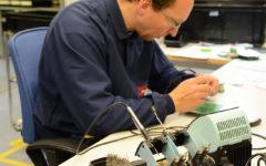 Montering inom mekatronik i ESD skyddad miljö.